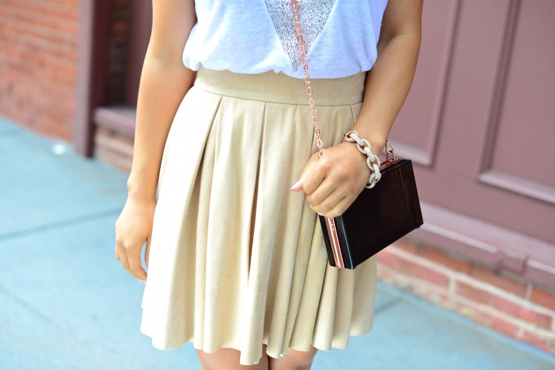 Neutral outfit in Alice Olivia suede leather flared pleated skirt blush khaki