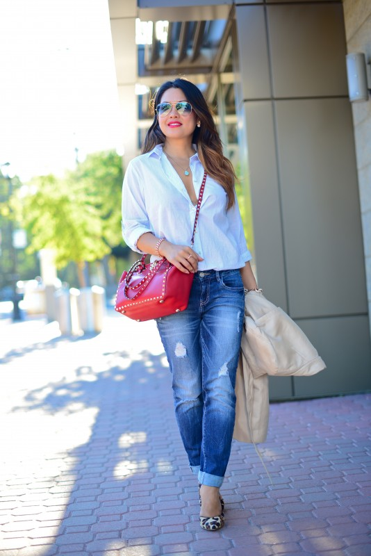 Basic outfit  in button down shirt and boyfriend jeans