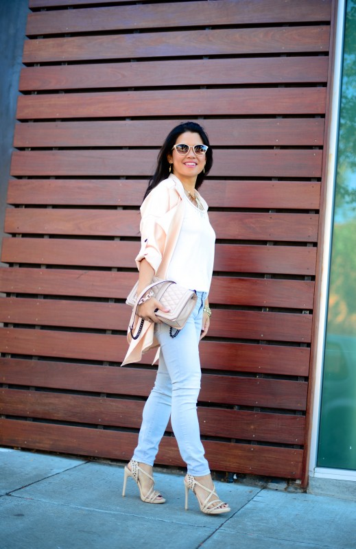 Easy breezy outfit light grey skinny jeans and long trench