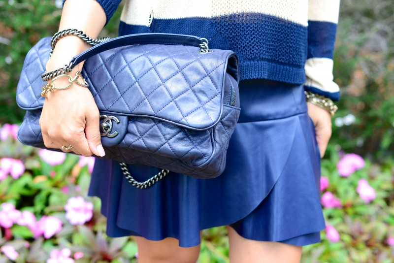 Quilted navy shoulder bag and faux leather skirt