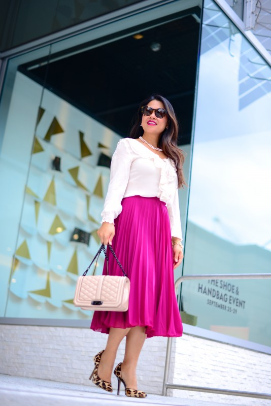 Business outfit pleated long skirt and silk blouse